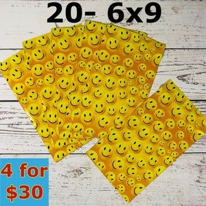 20- 6x9 Happy Smiley Face Poly Mailers